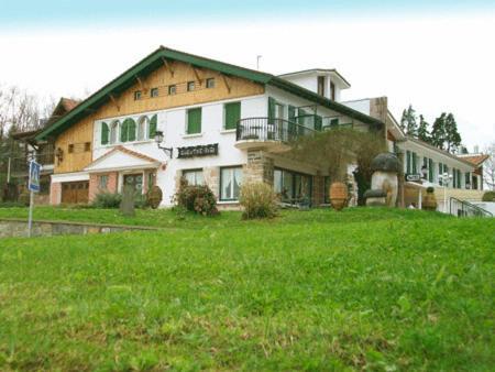 Hotel Pictures: Gurutzeberri, Oiartzun