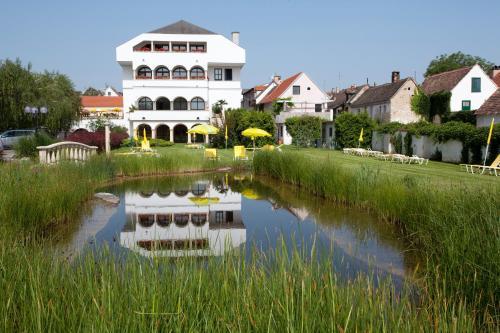 Photos de l'hôtel: Das-Schmidt Privathotel, Mörbisch am See