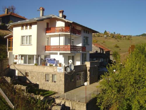 Hotellikuvia: Guest House Sarievi, Progled