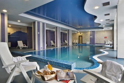 酒店图片: Rhodopi Home Hotel & SPA - Winter Half Board, Chepelare