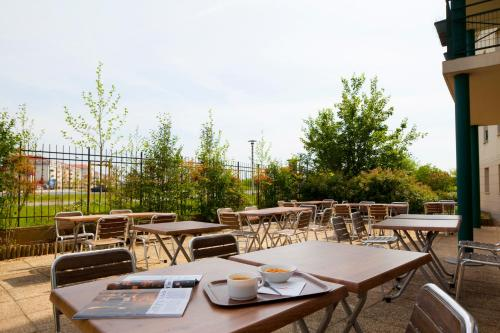 Hotel Pictures: , Bussy-Saint-Georges