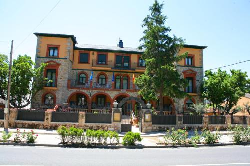 Hotel Pictures: , Piedralaves