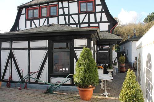 Hotel Pictures: Hotel-Restaurant Walkmühle, Usingen