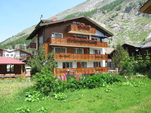 Hotel Pictures: Haus Adora, Saas-Almagell