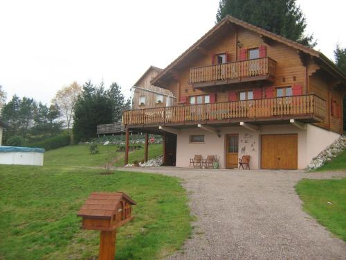 Hotel Pictures: Chalet Gérardmer, Le Tholy