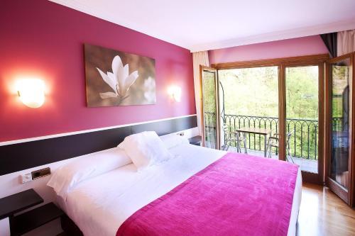 Hotel Pictures: , Etxalar