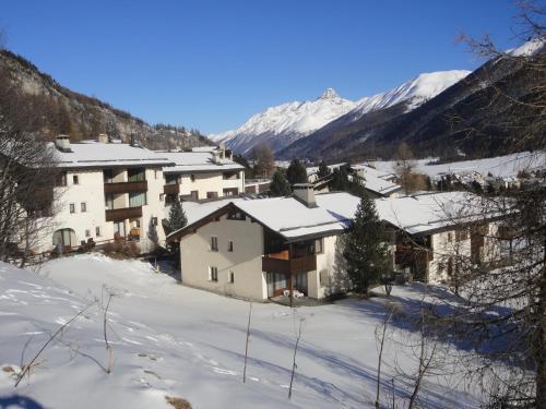 Hotel Pictures: Residenz La Mora, La Punt-Chamues-ch