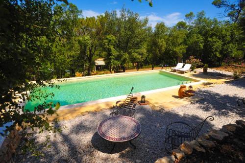 Hotel Pictures: B&B Au Dolmen Provençal, Cabasse