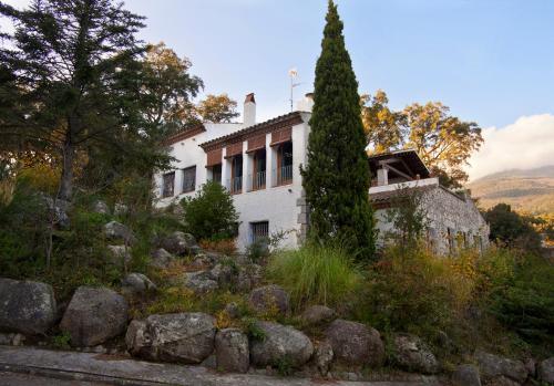 Hotel Pictures: Casa Rural Ca la Cèlia, Maçanet de Cabrenys