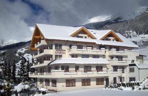 Foto Hotel: Hotel Alpenroyal, Fiss