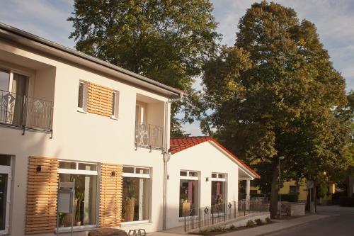 Hotel Pictures: Cafe Hehrlich - Cafe, Pension & mehr, Bad Tennstedt