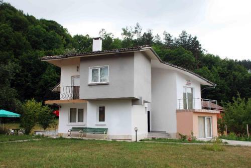 Hotellikuvia: Villa Velena Guest House, Apriltsi