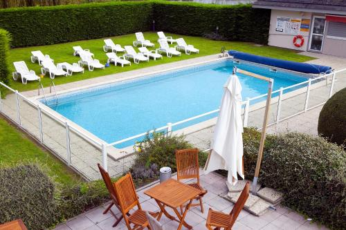 Hotel Pictures: Kyriad Deauville - St Arnoult, Deauville