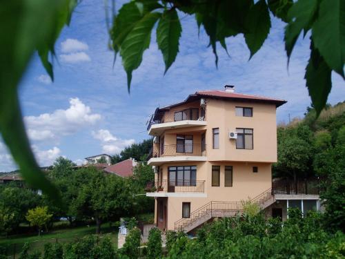 Hotel Pictures: Villa Prolet, General-Kantardzhievo