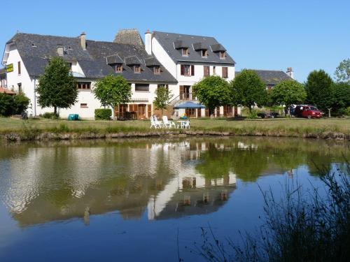 Hotel Pictures: Chambres d'hôtes - Domaine de la Grangeotte, Labesserette