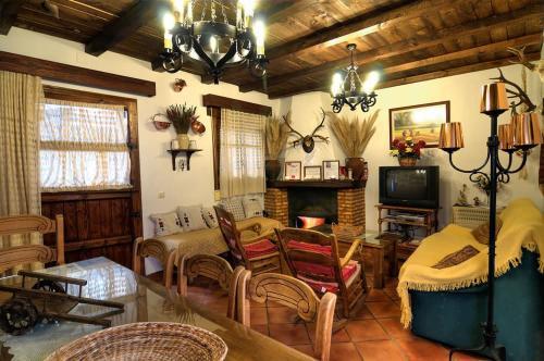 Hotel Pictures: , Puebla de Don Rodrigo