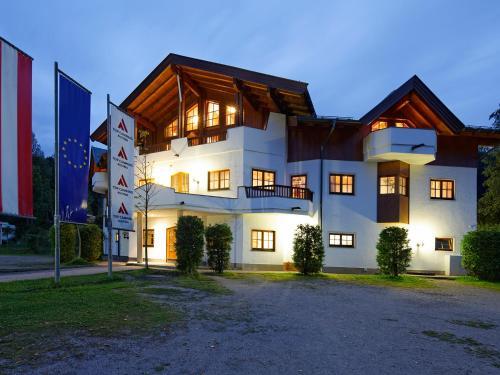 Foto Hotel: Tirol-Camp-Appartements/Zimmer, Fieberbrunn