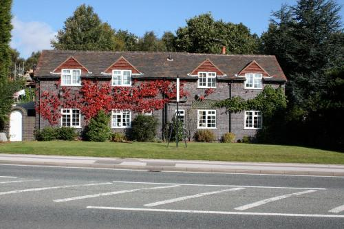Hotel Pictures: The Chestnuts Guest House, Atherstone