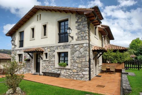 Hotel Pictures: Casa Rural Llugarón III, Miravalles