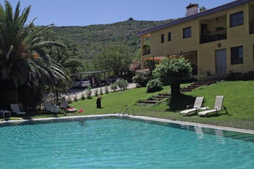 Hotel Pictures: , Navaconcejo