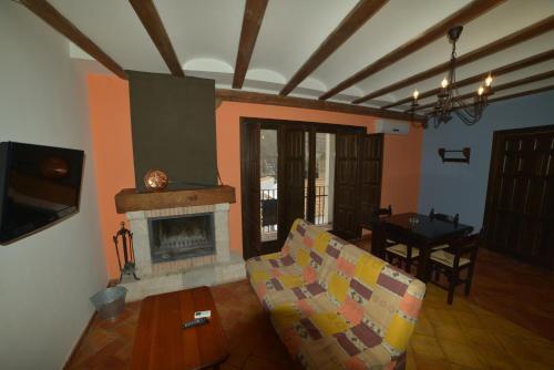 Hotel Pictures: Apartamentos Rurales Puerta del Sol, Alcalá del Júcar