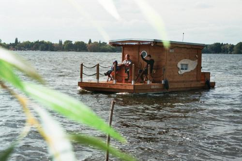 Hotel Pictures: Hausboot am Plauer See, Margarethenhof