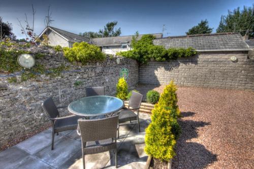 Hotel Pictures: Stockwood Mews Apartments & Cottage, Cowbridge
