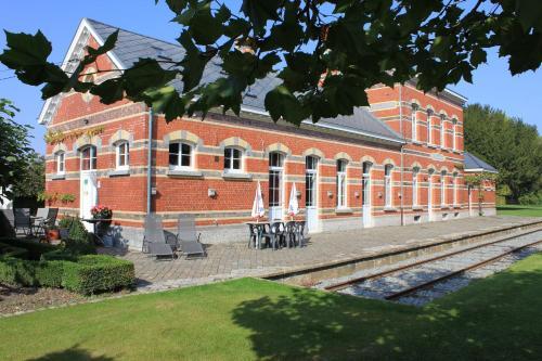 Foto Hotel: Station Racour, Landen