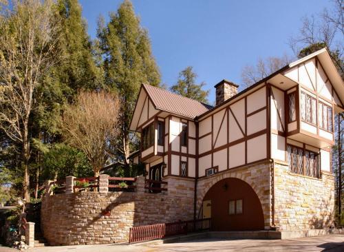 Tudor Inn Gatlinburg B&B