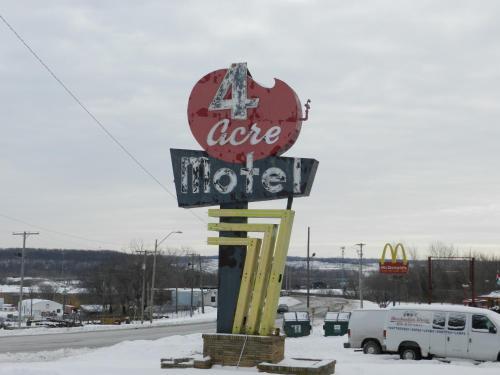 4 Acre Motel