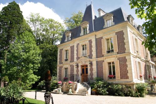 Hotel Pictures: , Bray-et-Lû