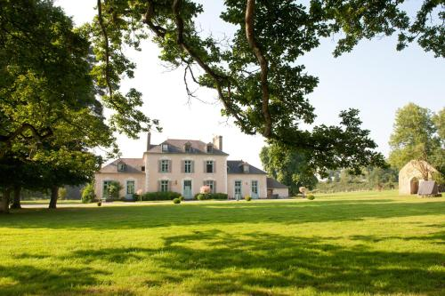 Hotel Pictures: Château Du Pin - Chateaux et Hotels Collection, Iffendic