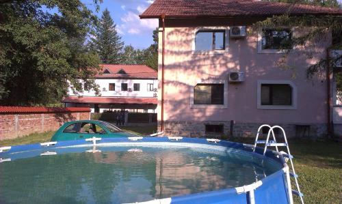 Hotelbilleder: Kostina Guest House, Ribarica