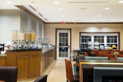 Hotel Pictures: Residence Inn by Marriott Mississauga-Airport Corporate Centre West, Mississauga