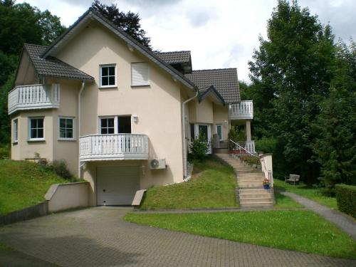 Hotel Pictures: Gästehaus Marlene Schülter, Antweiler
