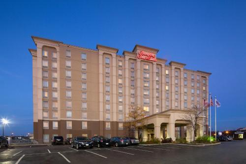 Hotel Pictures: Hampton Inn & Suites Toronto Airport Ontario, Mississauga