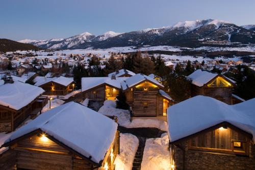 Hotel Pictures: Les Chalets Secrets, Bolquere Pyrenees 2000