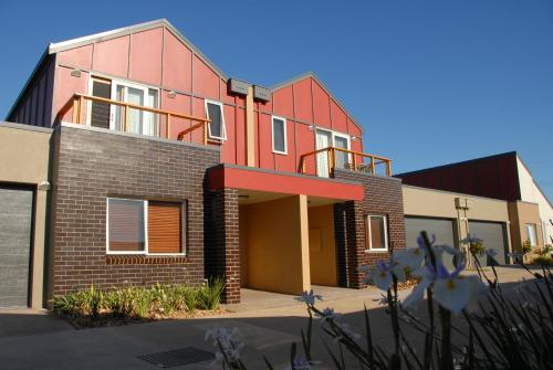 Hotel Pictures: The Lakes Apartments, Lakes Entrance