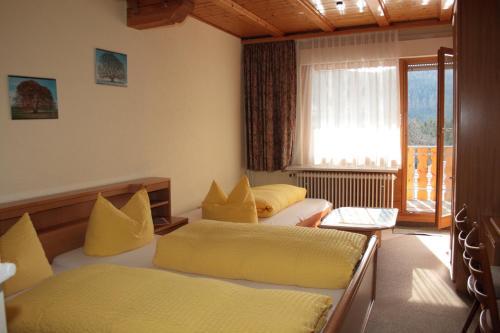 Hotel Pictures: Schwarzwald-Gasthof Hirsch, Bad Wildbad