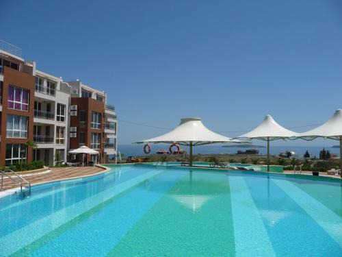 Foto Hotel: Sunny Island Apartments, Chernomorets