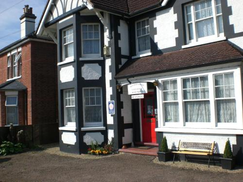 Hotel Pictures: Melville Lodge Gatwick, Horley