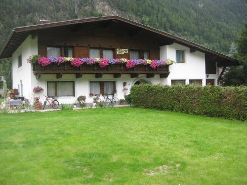 Foto Hotel: Haus Renate Frischmann, Umhausen