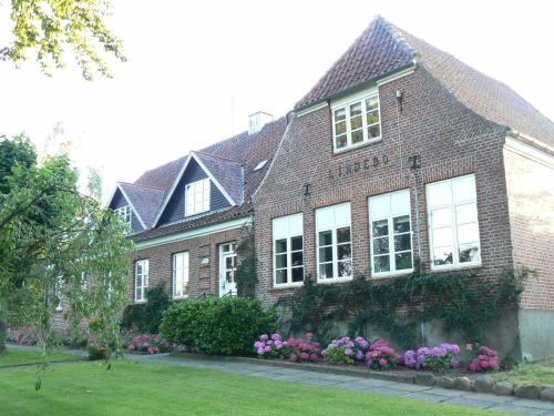 Hotel Pictures: Lindebo Guest House, Gadbjerg