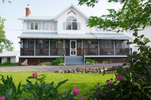Hotel Pictures: Bells and Whistles Family Inn, Picton