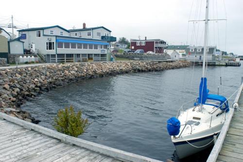 Hotel Pictures: Auberge Bay Wind Suites, Chéticamp