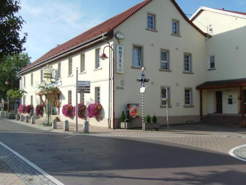 Hotel Pictures: Hotel Zum Adler, Gensingen