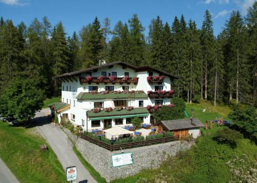 Hotel Pictures: Zugspitzhotel Diana Thörle, Ehrwald