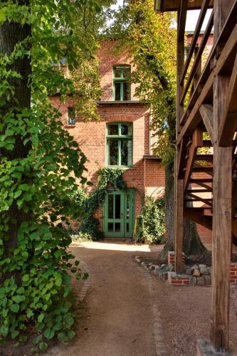 """Hotel Pictures: """"Zum Hauenden Schwein"""", Wörlitz"""