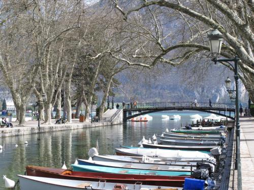 "Les Gourmandises ""Lofts And Lakes"""