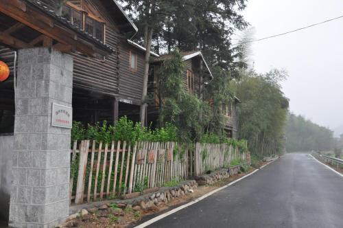 Hotel Pictures: Moganshan Shanwei Shuwu Villa, Deqing